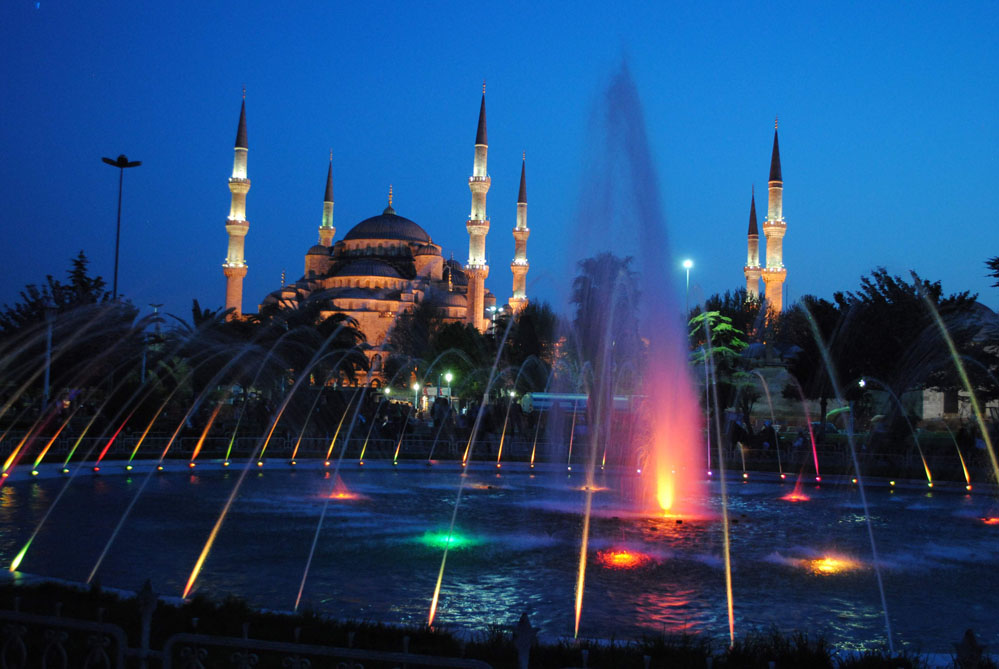 Night-time view of Istanbul's Blue Mosque.