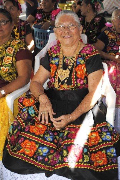 Woman attending vela, lady.2013