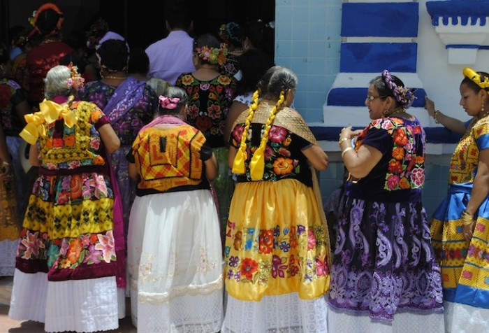 Ladies going to Mass in Tehuantepec